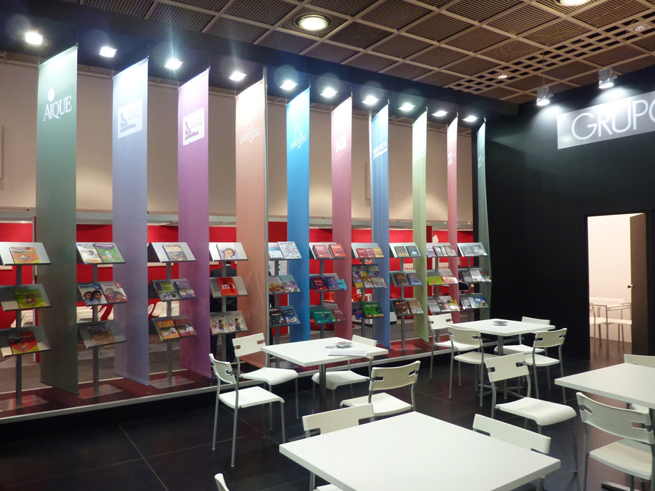 DESIGN AND CONSTRUCTION of a BOOTH for GRUPO ANAYA BUCHMESSE FRANKFURT ALEMANIA PROYECTO GENUS